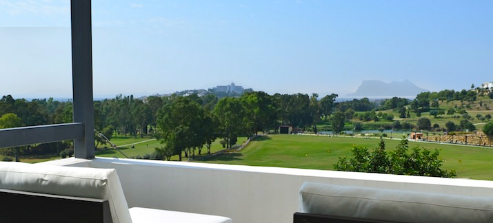 Contemporary high end luxury villa, frontline golf, in La Alqueria, Benahavis