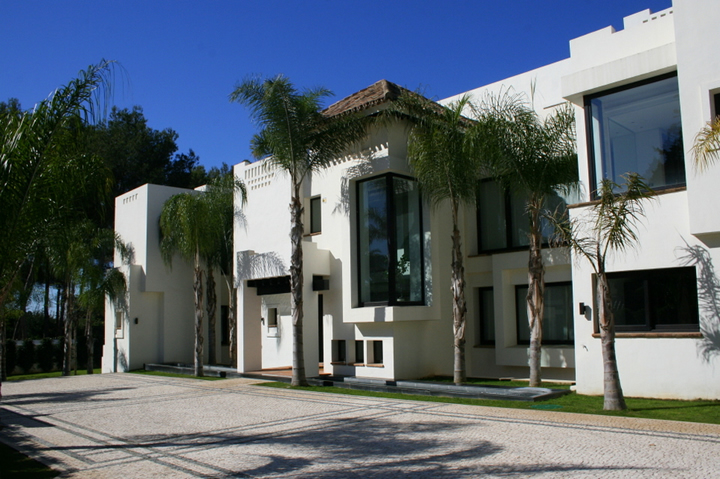 new build modern villa in Marbella Guadalmina Baja