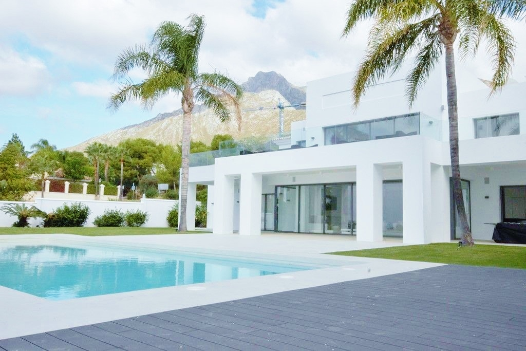 contemporary villa in Sierra Blanca Marbella for sale